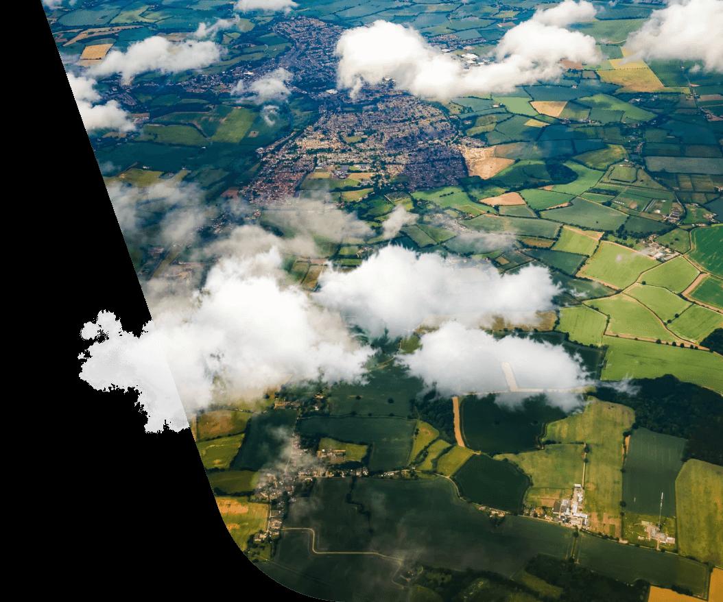 campos agrícolas sob as nuvens